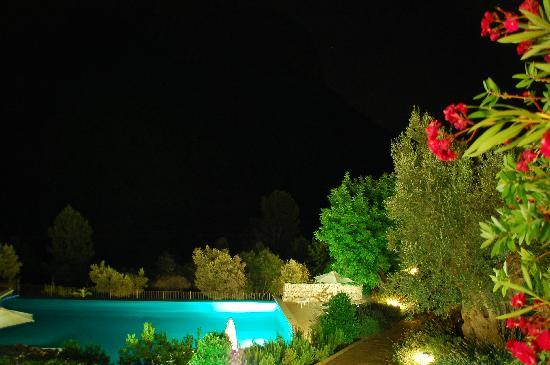 Hotel Rural S'Olivaret : The hotel by night