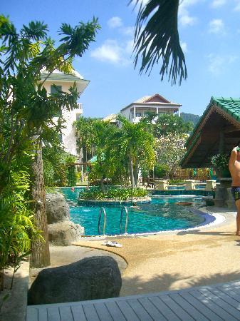 Baan Karonburi Resort: Pool Area
