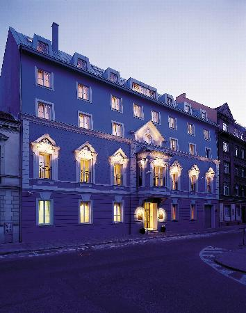 Marrol's Boutique Hotel Bratislava: Hotel Marrol's in the Evening