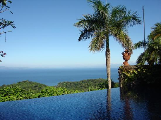 Villa Caletas: View of the ocean from the pool
