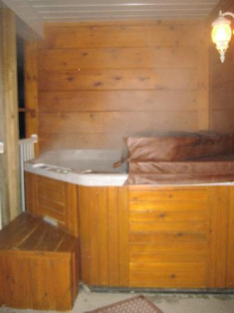 Couples Resort: private hot tub on our balcony