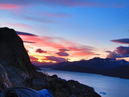 Torres del Paine National Park, Şili: dawn from Campamento Las Guardas