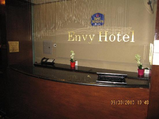 Envy Hotel: Front Desk