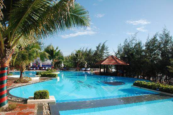 Golden Coast Resort and Spa: The Pool