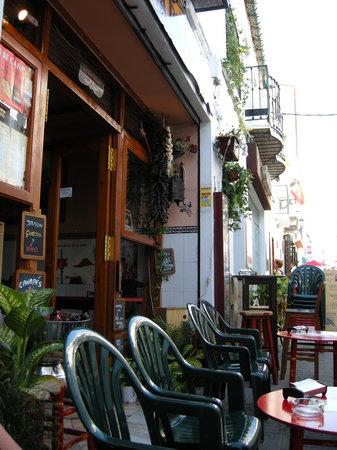 Bar Esquina Paulina : outdoor seating