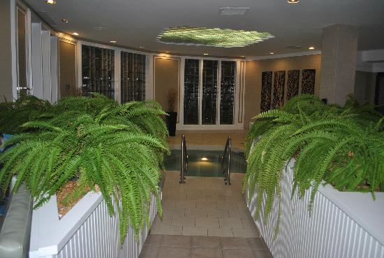 The Abbey Resort & Avani Spa: Women's whirlpool only