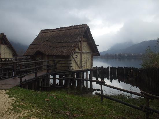 ai Cadelach Hotel & Ristorante: Le palafitte a Revine Lago...