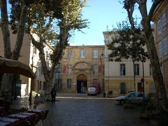 The place des martyrs with the tapestry museum beyond picture of musee des tapisseries aix - Musee caumont aix en provence ...