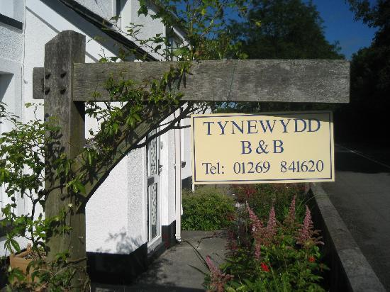 Tynewydd Bed & Breakfast : welcome sign