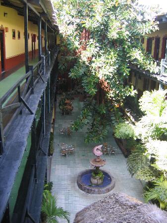 Hotel la Siesta: courtyard from second floor
