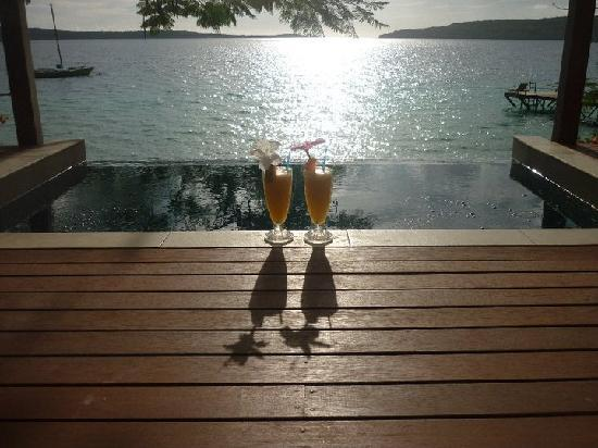 The Havannah, Vanuatu: The famous fruit punch and our plunge pool