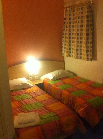 Cesar Hotel: Chambre twin