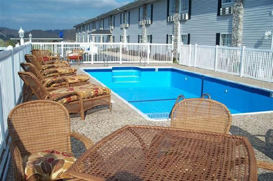 All American Inn & Suites: Outdoor Pool