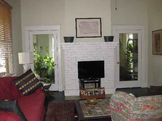 The Galloway House Apartment and Breakfast: Enjoyable living area