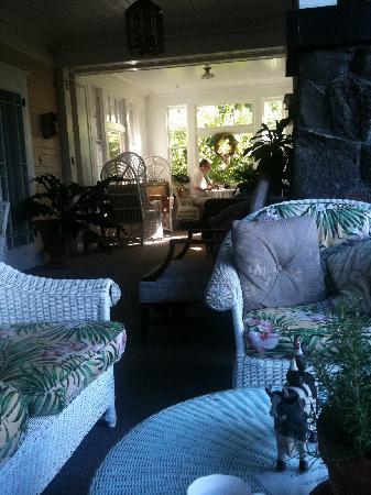 Manoa Valley Inn : Working on the veranda