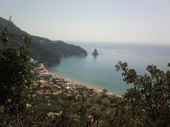 Agios Gordios, Grèce : From the road to Pelagos Apartments