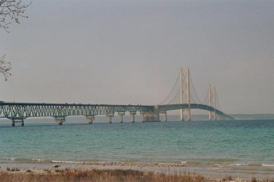 Bridge Vista Beach Hotel & Convention Center: Mackinac Bridge
