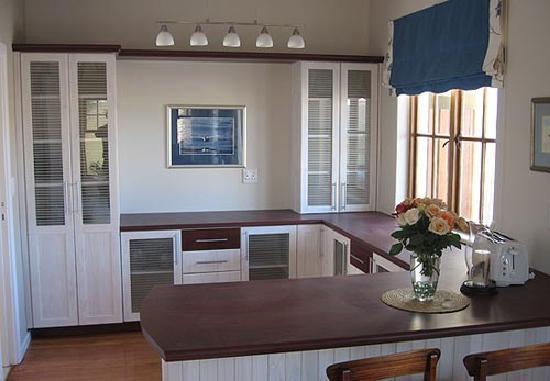 Cornerstone Guesthouse: The open-plan breakfast service area
