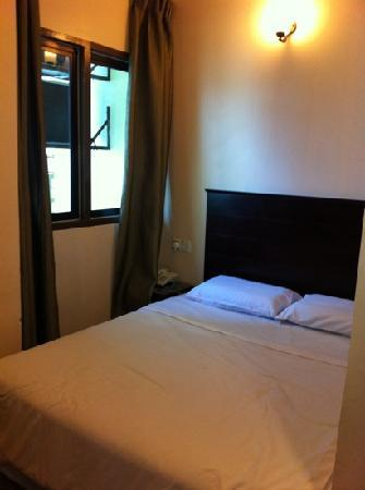 Nan Yeang Hotel: Standard Double Bed Room with Balcony (RM$80)