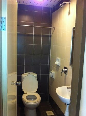 Nan Yeang Hotel: Standard Room (RM$80)