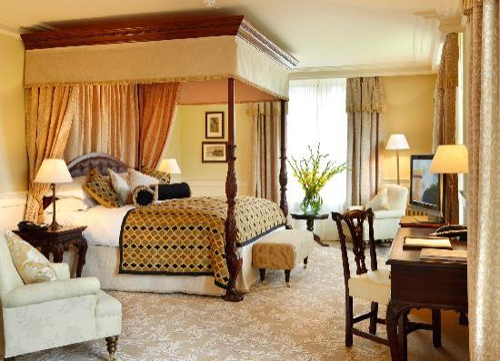 ‪لوغ إسك كاسل إيه سوليس هوتل آند سبا: Presidential Suite - Lough Eske Castle, Donegal Town, County Donegal, Ireland‬