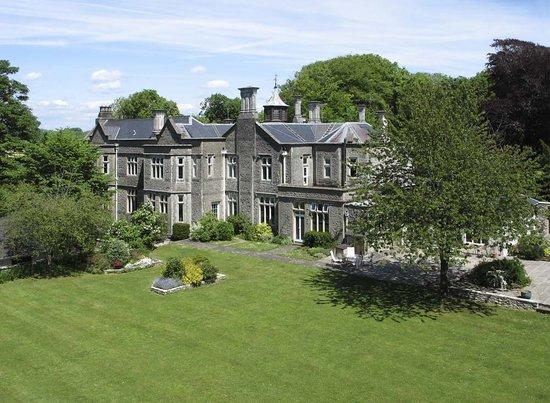 Crossways Manor & Apartments