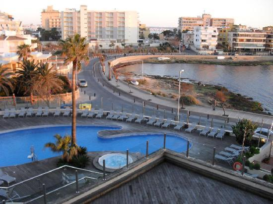 Hotel Marina Luz: Pool view, room 305