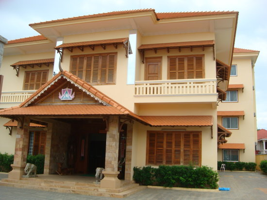 Khemara Battambang Hotel: The front building