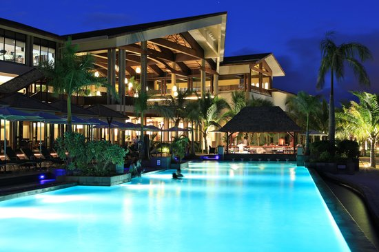InterContinental Mauritius Resort Balaclava Fort: POOL AT NIGHT