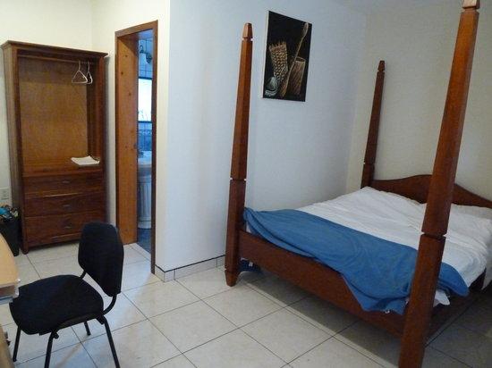 Hotel de la Fuente: Room