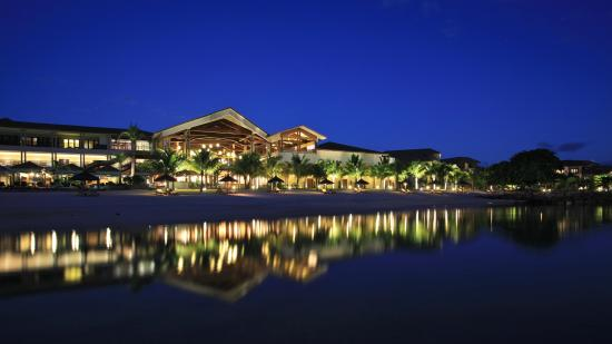 InterContinental Mauritius Resort Balaclava Fort: Nightview