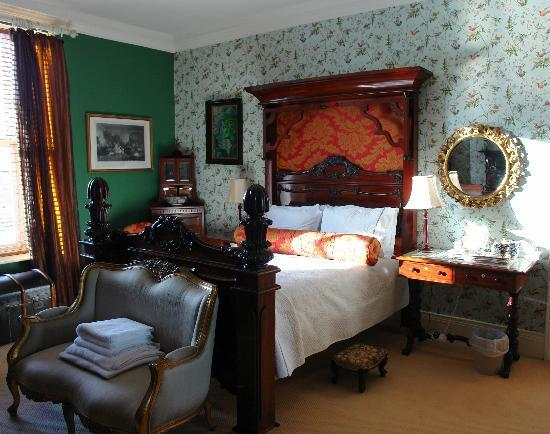 The Villas Residence : The Victorian Room