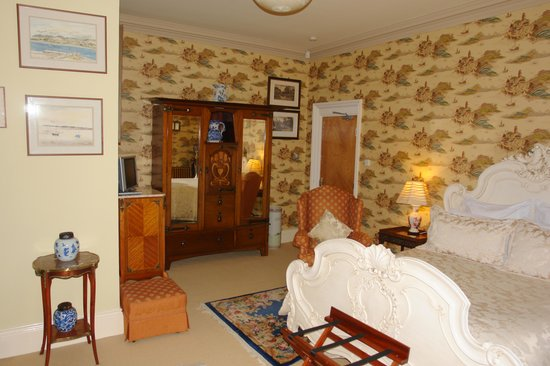 The Villas Residence: The Oriental Room