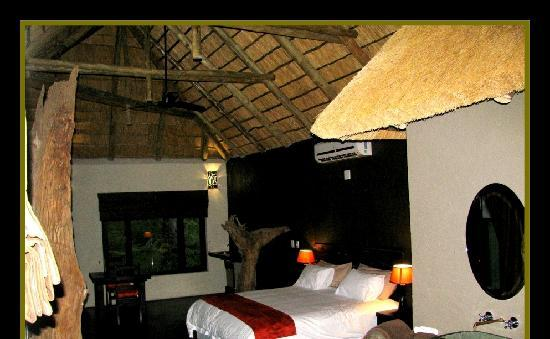 Ezulwini Game Lodges: Luxury Suite interior