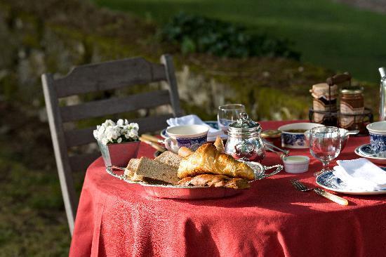La Chartreuse du Bignac: Un petit-déjeuner en terrasse