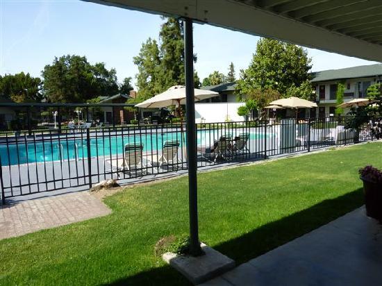 Lamp Liter Inn: toujours la piscine