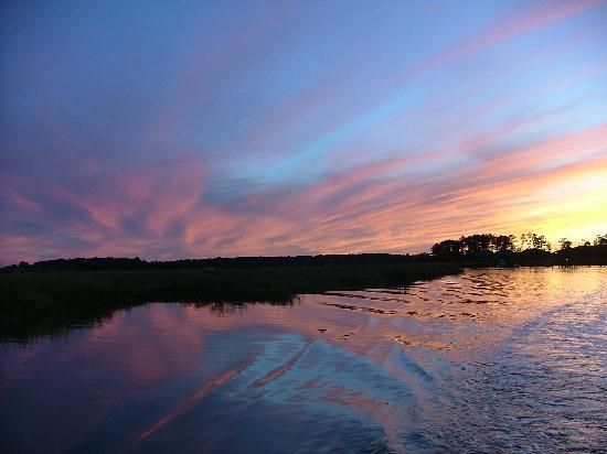 Bull River Cruises: Sunset in the Low Country