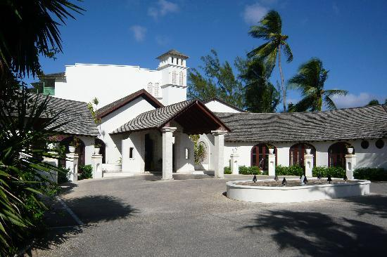 Mango Bay All Inclusive: Elegant Entrance