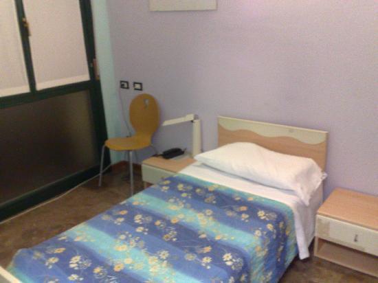 Central Hostel: A single en-suite room