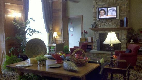 Hampton Inn & Suites Murfreesboro: Lobby Area