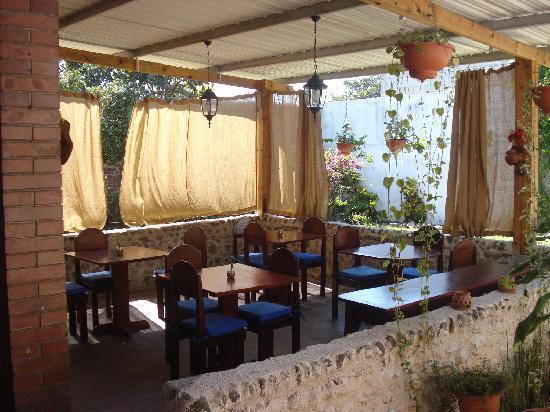 Dai Nonni Hotel: Comedor en el patio