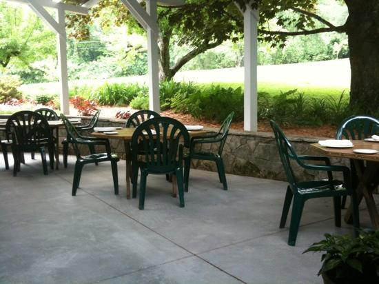 The Orchard Restaurant & Events Barn: Beautiful outdoor garden patio seating