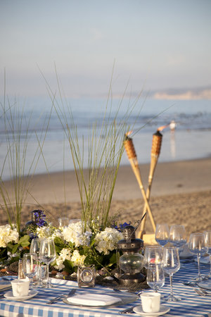 La Jolla Beach & Tennis Club: Guests can dine on the beach or host banquets with friends and family.