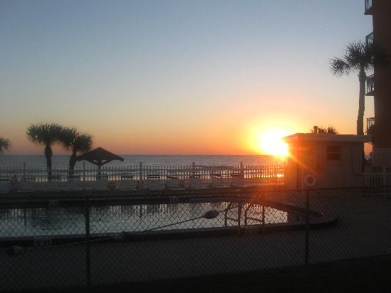 Ocean Court Motel: love the sunrises
