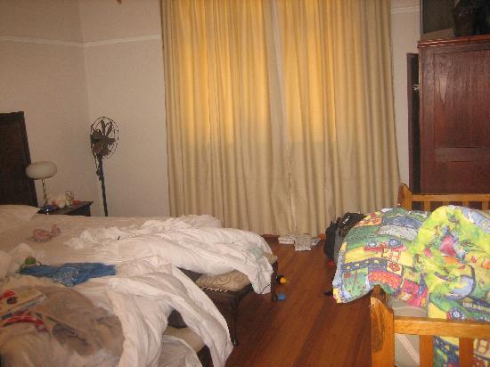 Redbourne Hilldrop Guesthouse: Unser (unaufgeräumtes) Zimmer