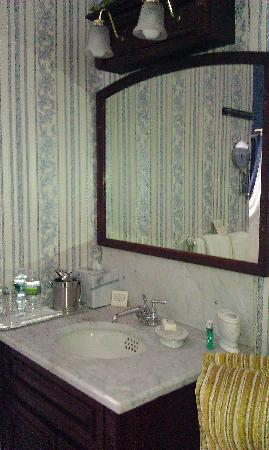 The Gridley Inn: Vanity