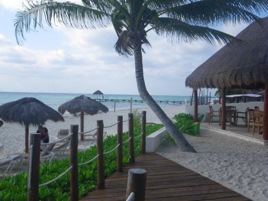 Petit Lafitte: patio and beach