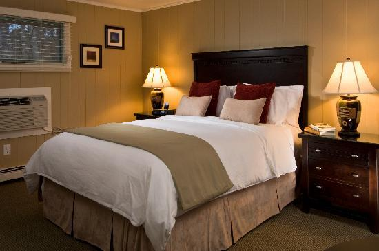 Foxberry Inn: Queen size beds with beautiful views