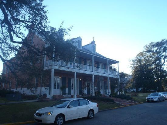 Old Castillo Bed & Breakfast: Side view of B&B