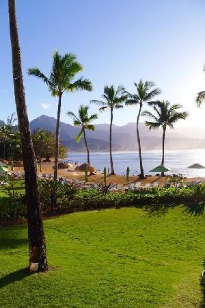 St. Regis Princeville Resort : The view from the pool / beach area over Hanalei Bay